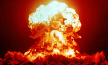 Electric energy from the conversion of nuclear warheads: a contribution to a peaceful world