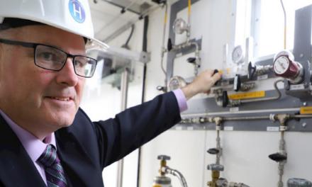 Esplorare lo sviluppo di sistemi di produzione di idrogeno verde su larga scala
